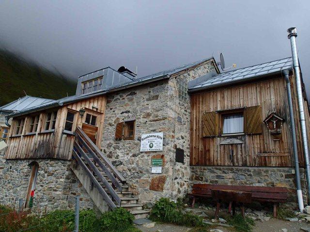 Rüsselsheimer Hütte (2,323 m : 7,621')