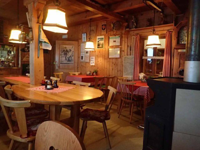 Inside the Edelhütte