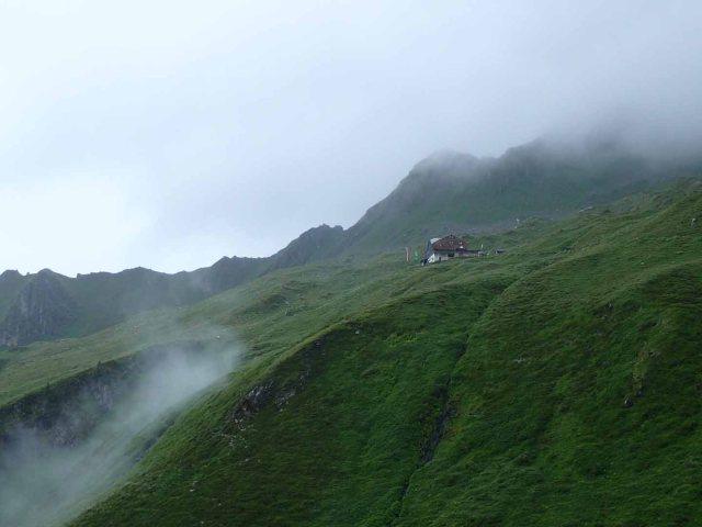 Edelhütte in mist